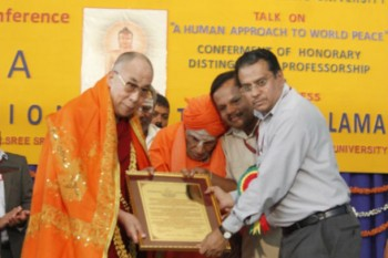 His Holiness the Dalai Lama is presented with an Honorary Distinguished Professorship from Tumkur University in Bangalore, India, on November 27, 2012. Photo/Jeremy Russell/OHHDL