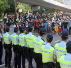 Hong Kong students face off with police clearing protest barricades