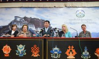 Sikyong Dr Lobsang Sangay with Nobel Laureates Shirin Ebadi of Iran (L) and Jody Williams of US (R) at a press conference in Dharamshala, India on oct 1, 2014. Photo: TPI/Choneyi Sangpo
