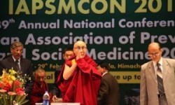 His Holiness gestures during the 39th Annual National Conference of Indian Association of Preventive and Social Medicine 2012 at Dr. Rajendra Prasad Government Medical College in Tanda (Photo: Sangye Kyap)