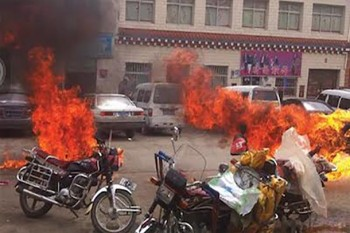 Ngawang Norphel and Tenzin Khedup setting themselves alight in Zatoe, Yushul, Amdo Province, 20 June 2012, Photo courtesy: AP