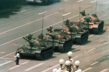 A day after the Tiananmen Square massacre, on the morning of June 5, 1989, photographer Jeff Widener witnessed Chinese troops attacking pro-democracy demonstrators. Photo: AP/Jeff Widener