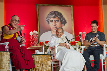 His Holiness the Dalai Lama, Rev. Dada J.P. Vaswani and Aamir Khan during their interactive session at the the Sadhu Vaswani Mission in Pune, Maharashtra, India on July 28, 2013. Photo/Tenzin Choejor/OHHDL